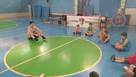 Básquetbol a full en el Club Ciudad